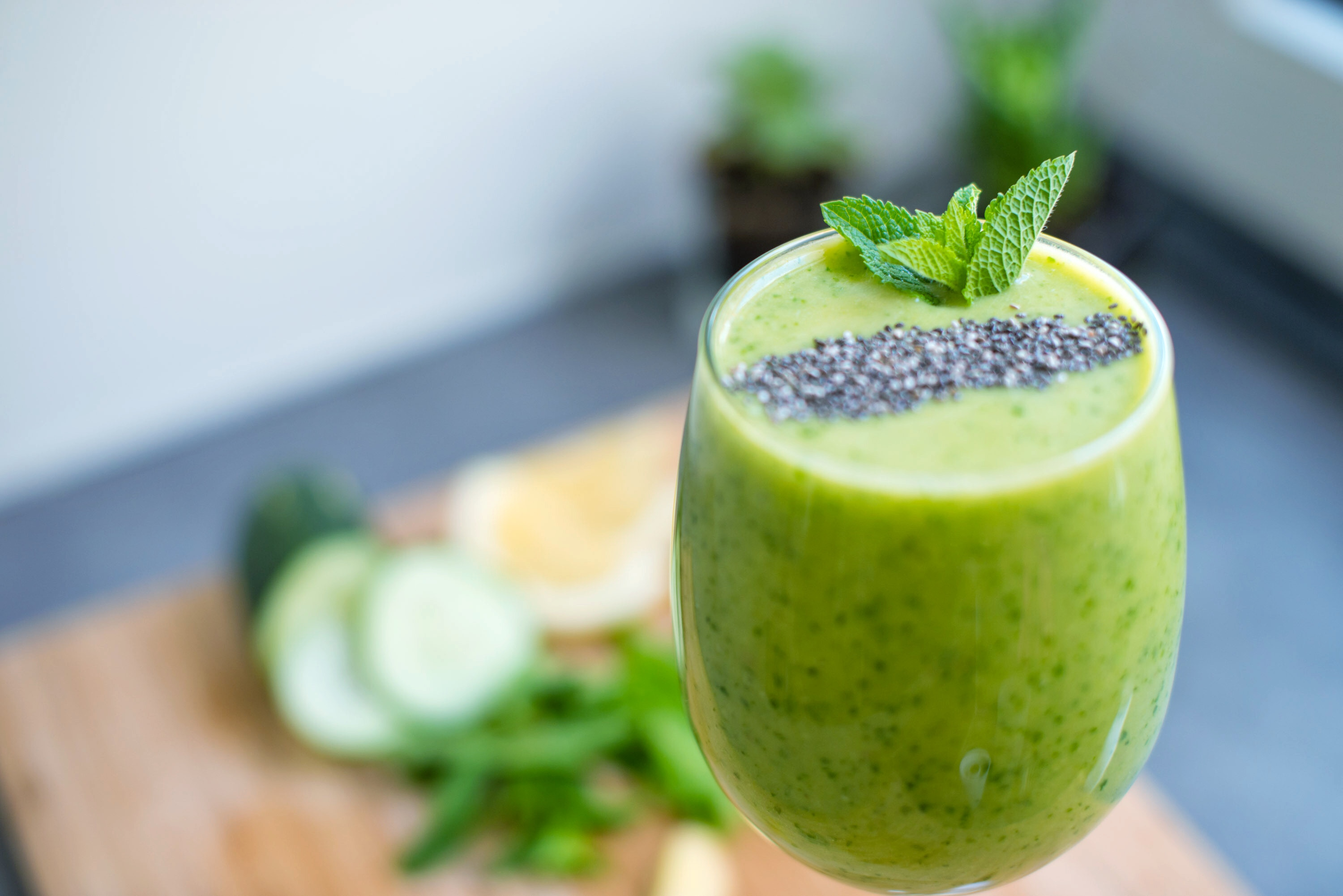 Pineapple Mint Detox Green Smoothie